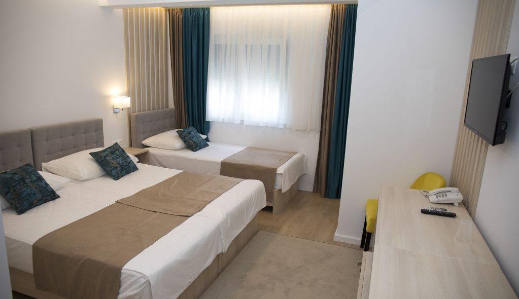 amicus aparthotel krevet za dvije, krevet za jednu osobu sa komodom i tv uređajem