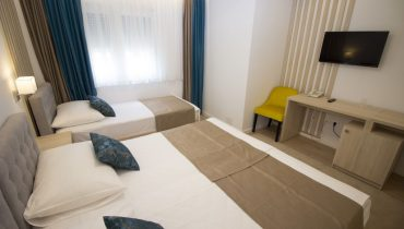 amicus aparthotel soba za tri osobe 2_1